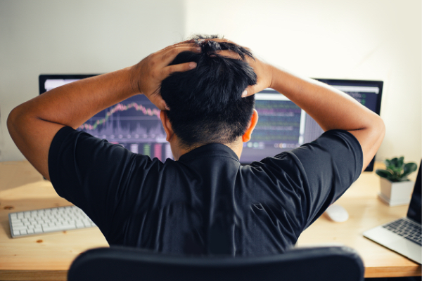 thumbnail-frustrated-guy-in-front-of-computer@2x