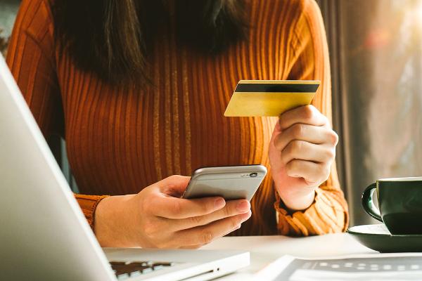 thumbnail-woman-making-online-payment@2x